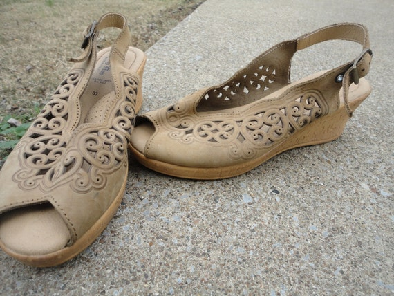 Vintage beige tan filigree cork wedges 6 61/2