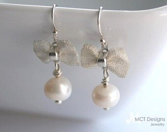 Pearl Bow Earrings - BOW