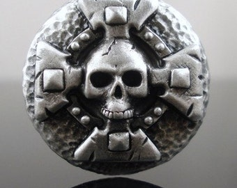 SKULL AND CROSS pewter button  - Antiqued silver or gold