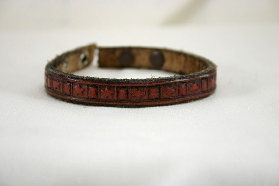 Leather bracelet with star basketweave pattern