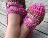 Mary Jane style slippers with button in chocolate cupcake