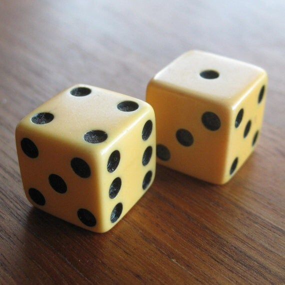 Take a Gamble Vintage 40s Pair Yellow Bakelite Viva Las Vegas Lucky Game Dice Die