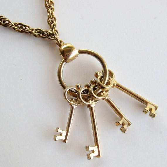 Vintage 50s Chunky Gold Key Ring Statement Pendant Necklace