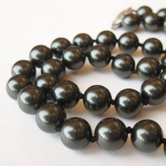 Vintage 50s Japanese Mikimoto Style Black Pearl Hand Knotted Elegant Choker Necklace
