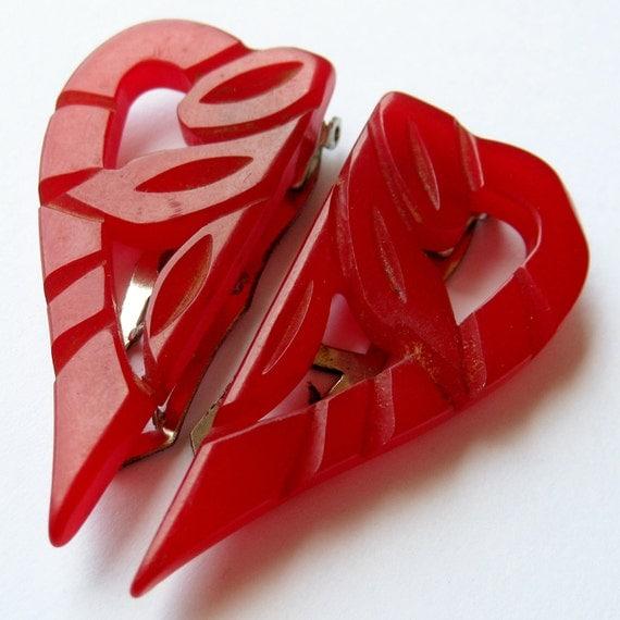 Set of 2 Vintage 40s Carved Cherry Red Bakelite Heart Shaped Glamour Girl Fur Dress Clips