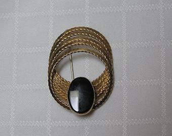 VINTAGE Winard 12 kt Gold filled Five orbit looped brooch
