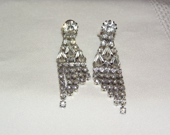 Vintage Weiss Runway New Years Prom Evening Chandelier Clear Sparkling Rhinestone Clip Earrings