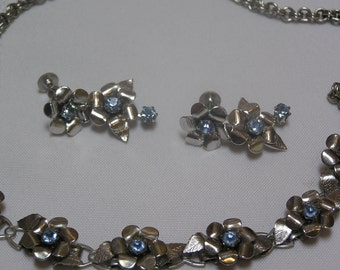 VINTAGE Coro silver tone petals Blue Rhinestone Center Flower Necklace and Screw back earrings
