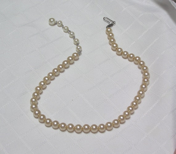 Single Strand Pearl Necklace: Vintage Trifari Elegant Single Strand Faux Pearl By Brenhann