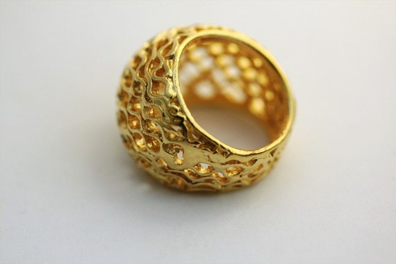 BIG BEE HIVE golden sterling silver ring with an organic elegant mesh concept