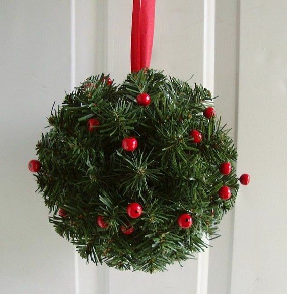Holiday Kissing Ball Pomander Decoration