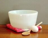 SALE - Vintage Pyrex Mixing Bowl Large 3 Quart