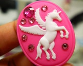 Unicorn Cameo Ring in Hot Pink