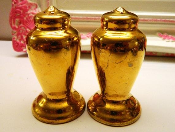 Vintage Salt Pepper Shakers 22k Gold Warranted China Porcelain Shaker Set