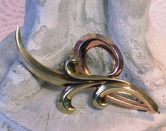 Krementz 14 karat Yellow and Rose Gold Elegant Swirl Abstract Plume Modernist Brooch Marked and Signed