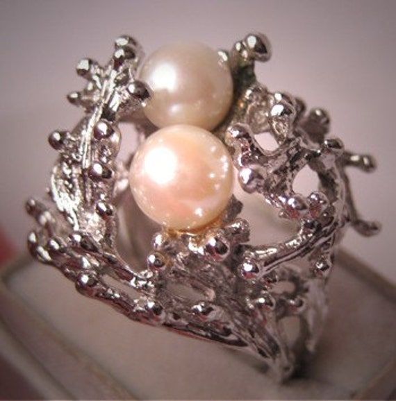 retro vintage pearl ring ornate sterling with rhodium setting. Black Bedroom Furniture Sets. Home Design Ideas