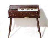 Magnus Custom Deluxe Electric Chord Organ