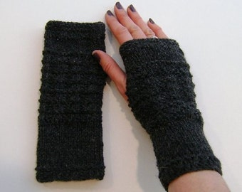 Fingerless Gloves / Mittens / Wrist Warmers in Charcoal Grey Aran Wool