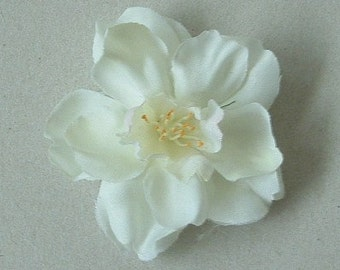 Lot of 30 Apple Blossom - White with a hint of pink