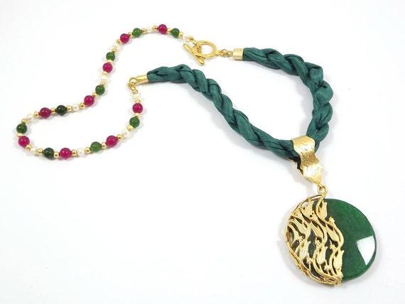 Green Silk Necklace With Tulip Motif Jade Pendant