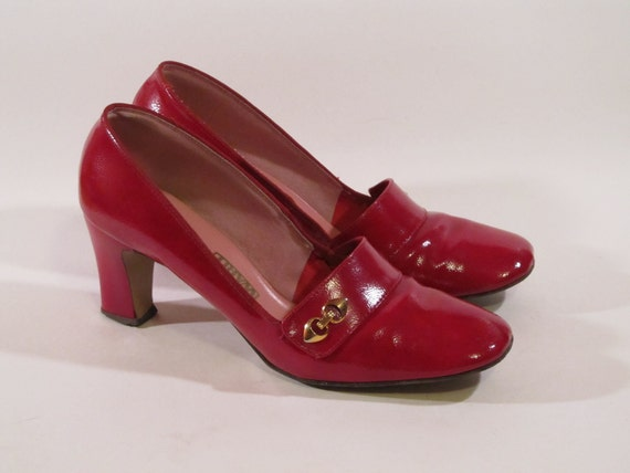 SALE - Vintage 60s Candy Apple Red Shiny Patent Loafer Secretary Pumps Size 7