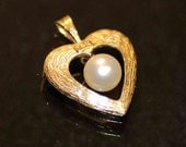 14k solid Gold heart with Cultured Akoya Pearl pedant 2.72g -----MOTHERS day SPECIAL---- Love Gift sale