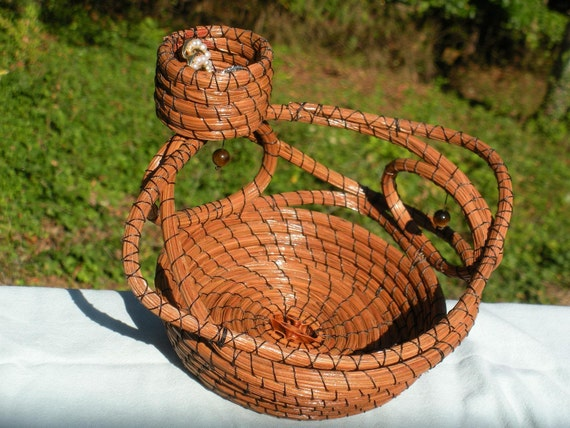long-leaf pine needle basket with jewelry holder