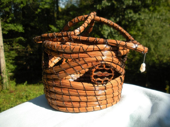 Longleaf pine needle basket with freshwater pearl