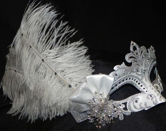 White and Silver Capri Feather Mask