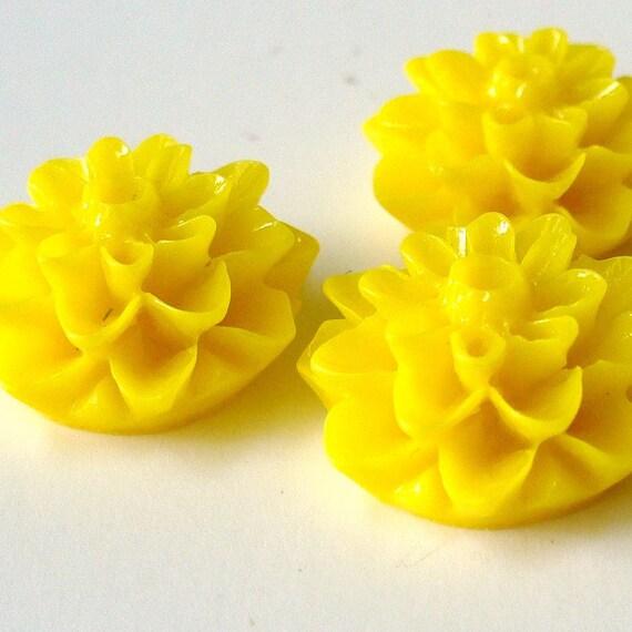 5 Resin Mum Flower Cabochons 15mm Yellow