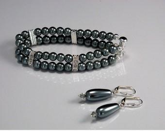 Glass Pearl Bracelet and Earring Set