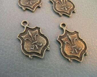 Vintage Style Antique Brass plated Fleur de lis pendant 6 pcs. 24mm X 15mm