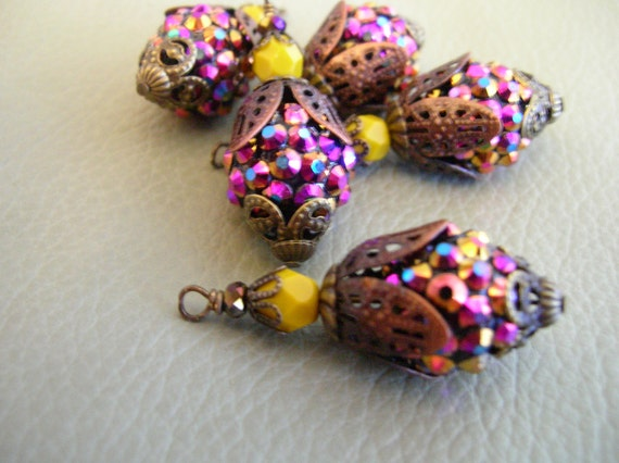 Bd145 VINTAGE Style capped pendant dangle Sparkle Rhinestone Fuchsia Bling Bead with stacked aged  and dark yellow glass bead 2 pcs