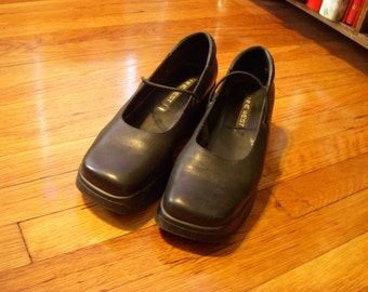 Vintage Nine West Black Leather Shoes Size 10 M Platform Chunky Heels Elastic Straps Square Toes 1990s
