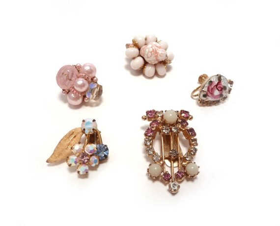 Single vintage earrings in pink
