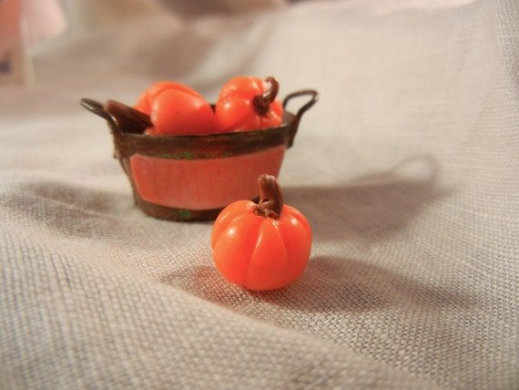 Dollhouse Miniature - Pumpkins in a Rusty Tin Pale - ON SALE - 1/12th scale