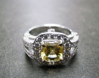 Diamond Ring with Yellow Sapphire in 18K White Gold