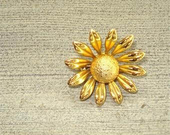 Vintage GOLD DAISY flower brooch