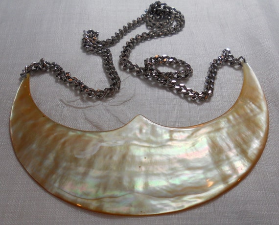 Vintage mother of pearl necklace from the Solomon Islands