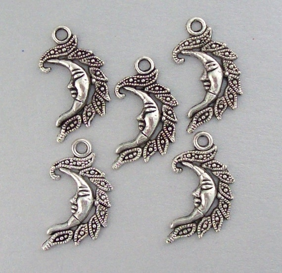 5 Tibet Silver Moon Charms 1202