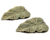leaf charm, olive green pantina brass double-sided, 26x20mm, 2 pieces, 347OD