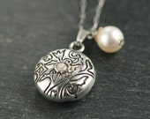 TULIP LOCKET - silver and white pearl necklace