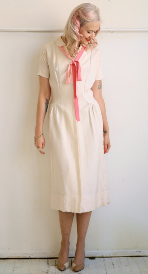 1950s Dress // Ivory SIlk Sheath with Removable Collar // Vintage 1950s // Medium-Large