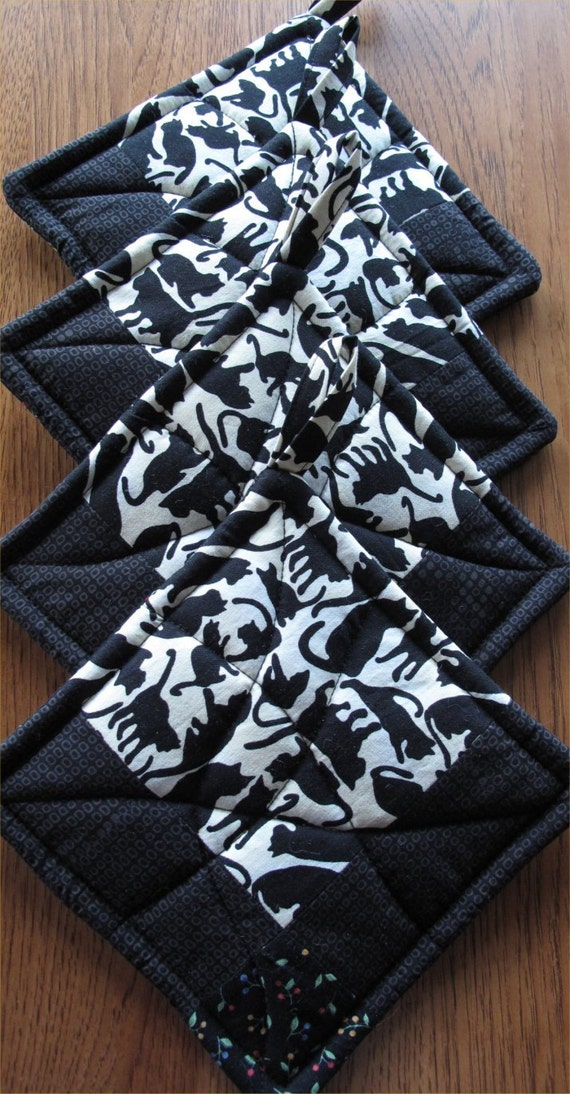 Black and Cream Potholders -- Black Cats Potholders -- 1 set available