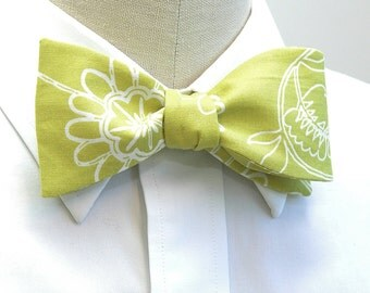 Men's Bow Tie in lime green and white floral motif, wedding bow tie, groom bow tie, citron floral bow tie, spring bow tie, groomsmen gift