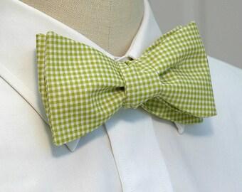 Men's Bow Tie in lime gingham (self-tie)