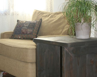 Side table, End table, with a shelf below.