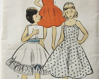 50s Advance 7124 Slip with Shoulder Straps & Petticoat Size 14 Bust 34