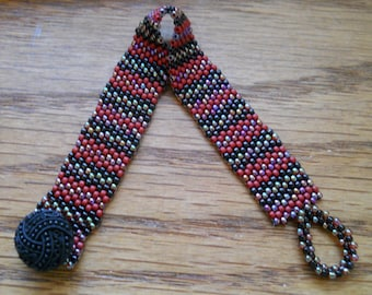 Red Stripe - Peyote Beaded Bracelet