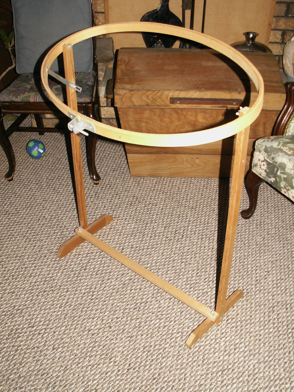 Wood quilting embroidery stand with oval hoop